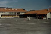 Skoleplassen. Ukjent fotograf og årstall.