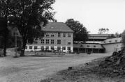 Kirkevoll skole etter flere utbygginger, 1990-tallet. Ukjent fotograf.