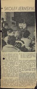 Mathopen skole var blant de første skolene i Bergen kommune som fikk skolefjernsyn. Ukjent avis og årstall.