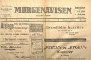 Morgenavisen 17.januar 1916 med annonse om at husløse kan kontakte Den kommunale komite i Allehelgensgate 6. Til venstre diverse annonser for forsikringsselskaper. Arkivet etter Reguleringsvesenet. (A-0967, Hl:4)