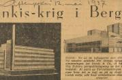 Utklipp fra en artikkel i Aftenposten 12.mai 1937. Her kom det frem misnøye med Sundtbygget og posthuset fordi byggestilen brøt med omliggende arkitektur. Arkivet etter arkitekt Nils Holter (A-3005, Y:4).